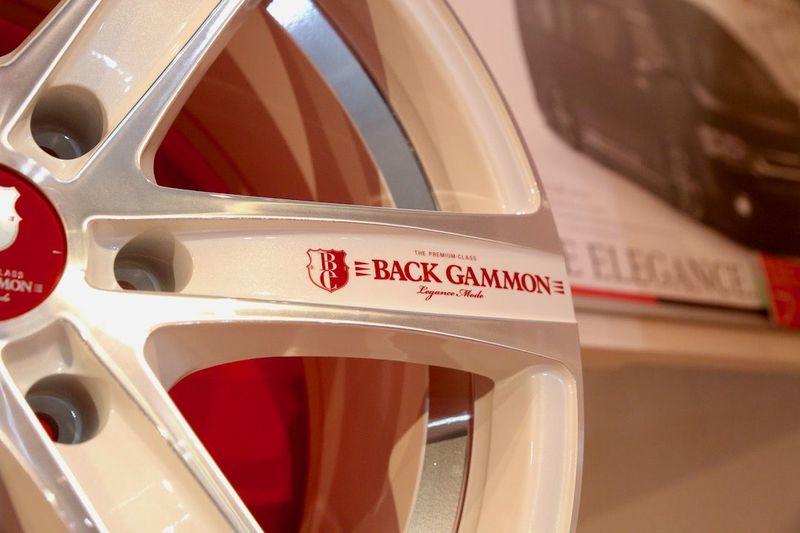 BACKGAMON「LB6」のニューカラー パールホワイトホイール