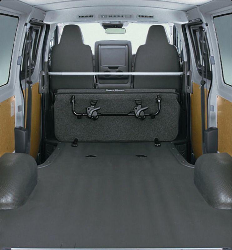 「マツダ ボンゴブローニイバン GL(2WD)」荷室(後席折り畳み時)