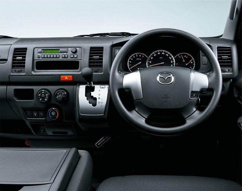 「マツダ ボンゴブローニイバン GL(2WD)」運転席