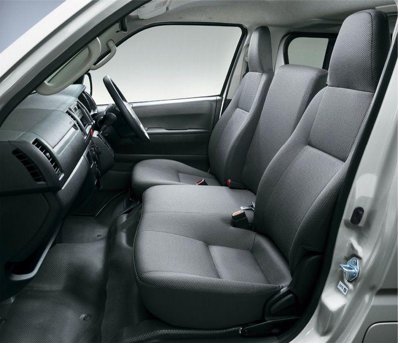 「マツダ ボンゴブローニイバン GL(2WD)」フロントシート