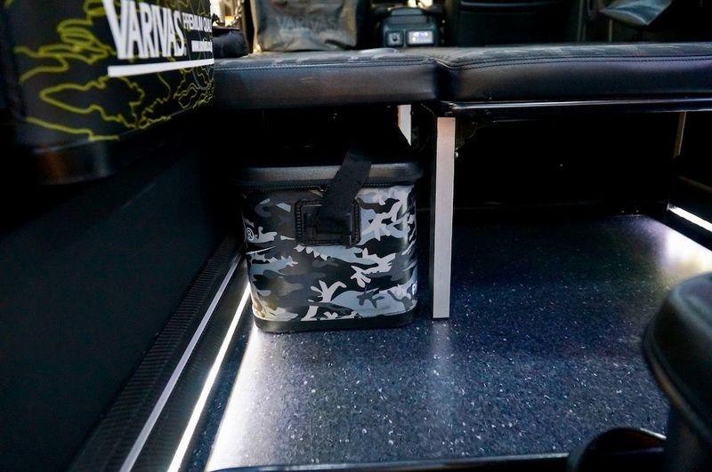 ベッドキットの下にうまく収まるVARIVASバッカン VARIVASテスター監修のフィッシングハイエース|200 HIACE NEEDSBOX VanLife