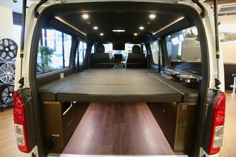 収納と居住空間を両立した機能的な車中泊仕様