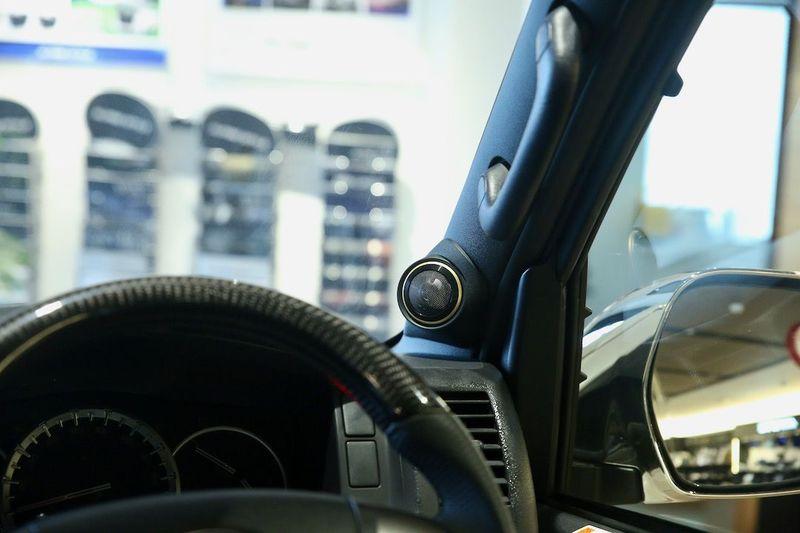 運転席、助手席のピラー部の「ツィーター」