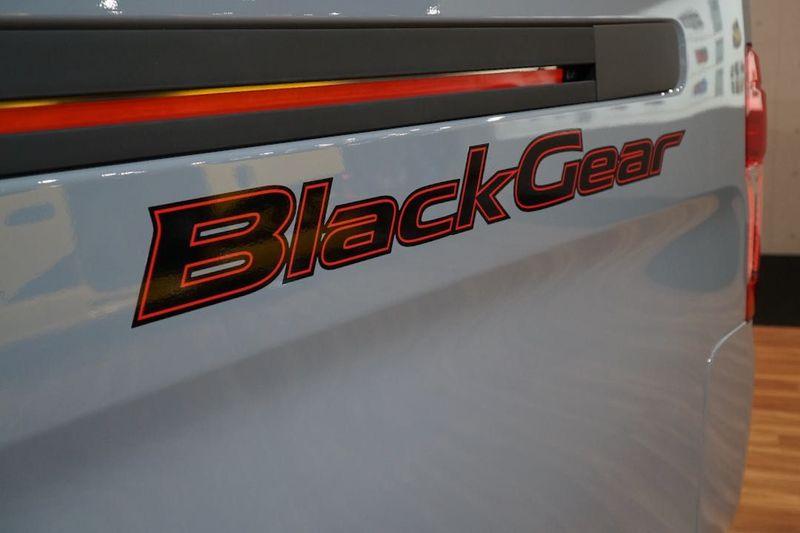 「NV350キャラバン ブラックギアコンセプト」東京モーターショー2019