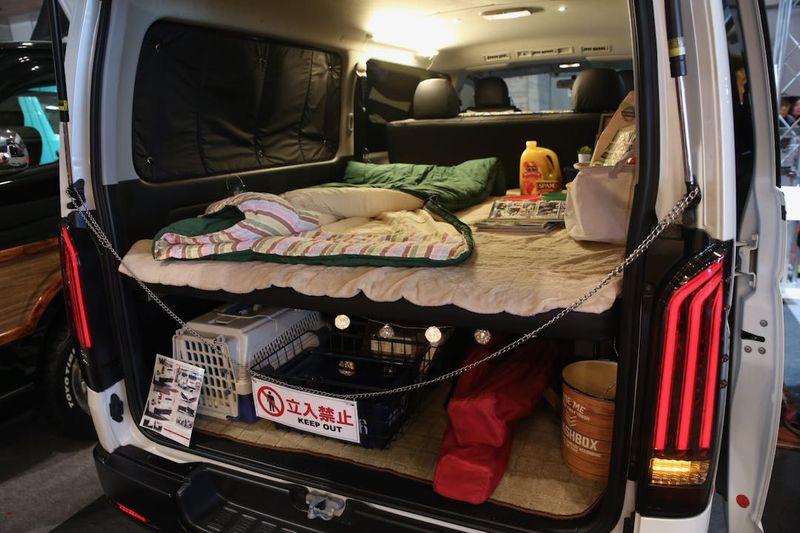 荷物を載せても広々と車中泊もできるベッドキット