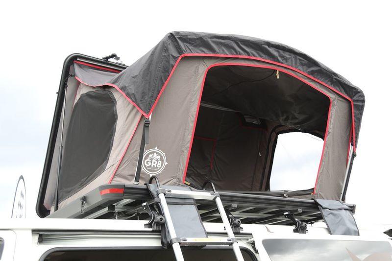 GR8のオリジナルルーフテント ハイエースに装着