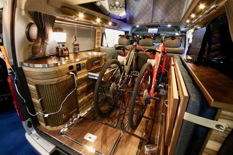 K WORKS 「classic van オーロラ・スタークルーズ」車内