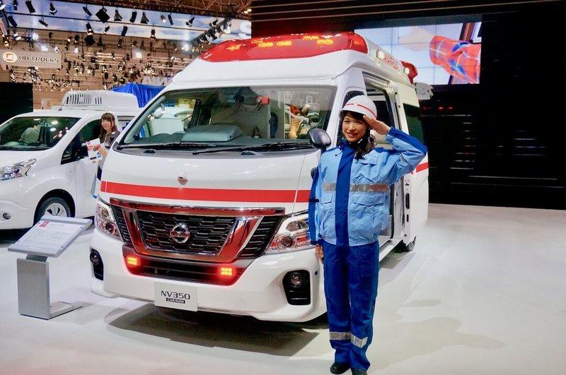 日産 新型NV350キャラバン 消防士さんと「日産 パラメディック コンセプト」