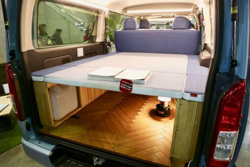 ベッドキットとウッドのラゲッジカバー CRAFTPLUS デニムコンプリート オートサロン2018