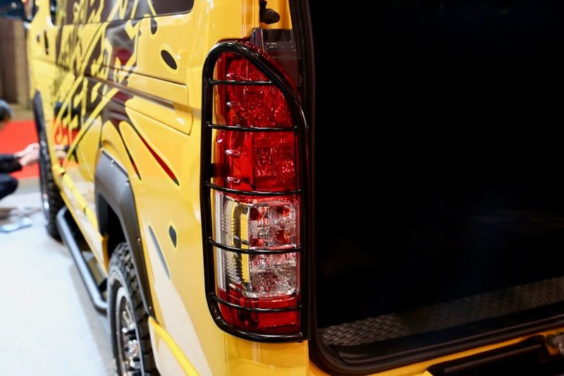 テールランプガード CRS/ESSEX エクストリーム4WDハイエース オートサロン2018