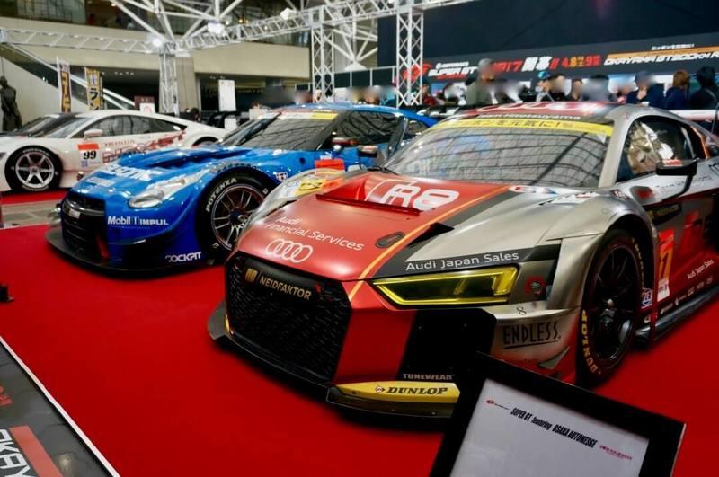 SUPER GTのレースマシンもこの近さで 昨年の大阪オートメッセ2017の写真