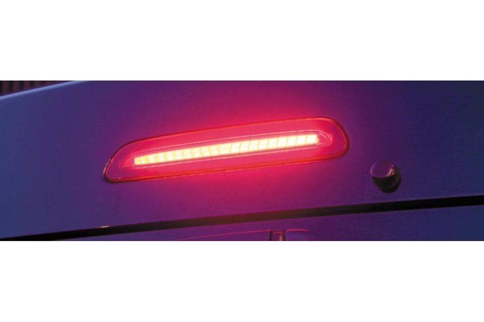 ブレーキ点灯 ヴァレンティ ジュエルLEDハイマウントストップランプ 200系ハイエース タイプ2
