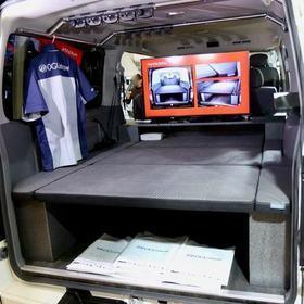 オグショー TRANSPORTER  ベース車両はNISSAN | NV350キャラバンプレミアムGX  居住性を高める床張りと、車中泊可能なベッドキット等の装備 オートサロン2017出展車両