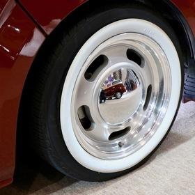 ハイエースカスタム:CARVIN CALIFORNIA  CARVIN (カーヴィン) VW type2をモチーフにしたハイエースのネオクラシックカスタム MOON製ディッシュホイール オートサロン2017出展車両