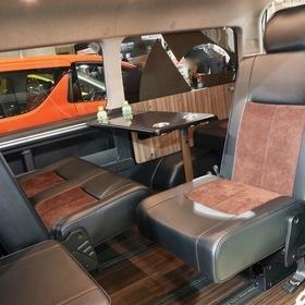 カーハウスZEROのカスタムハイエース  MTB-ZERO TYPEⅣ LTD  オートサロン出展車両  100系スーパーカスタム(1つ前のモデルの豪華装備のワゴン)を200系4型へ。  i-seat T-REVOシートでアレンジ可能な室内空間