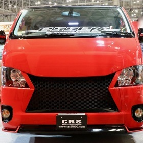 ESSEX/CRS レッドカスタム号  ベース車:ハイエース200系 TRH200V  スティングレイパネル バッドパネルグリル 東京オートサロン2017出展車両