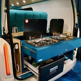 ADDSET(アドセット)カスタムハイエース  車両:CAVEX  ベース車両:TOYOTA | ハイエース  東京オートサロン2017出展車両