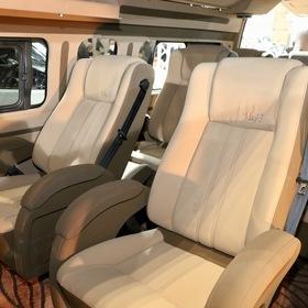 FEEL  車両名:FEEL GRAND EXECUTIVECLASS  ベース車両:TOYOTA | ハイエースコミューター  シート:FEELエグゼクティブシート  東京オートサロン2017出展車両