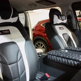 LANBOカスタムハイエース LANBO HIACE200 ベース車両:TOYOTA | ハイエース シート:LANBO LEATHER SEAT COVER TYPE VOID 東京オートサロン2017出展車両 ユーロスポーツをモチーフにしたデザイン「Type VOID 」。圧倒的な存在感と近未来的な室内空間を演出し、さらに最高の座り心地とホールド感を実現!