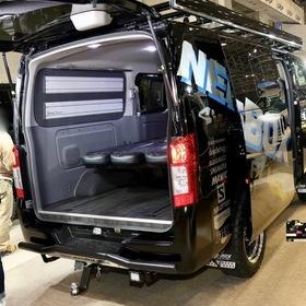 "NEEDSBOX TEAM NV""GO FOR IT""CARAVAN  ベース車両:NISSAN | NV350キャラバン リア外装 エアロ:NEEDSBOX SKID BAR、ESSEXオーバーフェンダー、NEEDSBOXマッドガード、1BOXNETWORKLEDバルブセット ホイール:ESSEX ENCB(F・R 17×7.5J +23) 東京オートサロン2017出展車両"