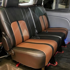ARJ(350MOTORING) ベース車両:NISSAN | NV350キャラバン 内装:シートカバーPREMIU 東京オートサロン2017出展車両