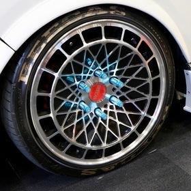 K-BREAK  BEECAS F200L  ベース車両:TOYOTA | ハイエース  ホイール:BEECAS DM18T(F・R 18×8.0J+38)  東京オートサロン2017出展車両