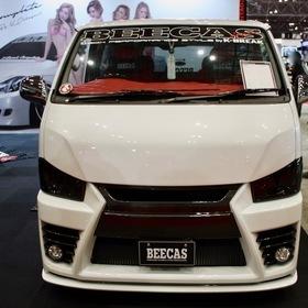 K-BREAK  BEECAS F200L  ベース車両:TOYOTA | ハイエース  エアロ:BEECAS F200L  ホイール:BEECAS DM18T(F・R 18×8.0J+38)  東京オートサロン2017出展車両