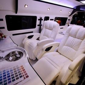 セカンドハウス  ベース車両:ハイエーススーパーロング・ハイルーフ・ワイドボディ  セカンドハウスのオリジナルコンプリートカー「ウイングスプレミアム」  圧倒的にラグジュアリーな室内空間。  8ナンバーキャンピング登録  キャンピングカーショー2017出展車両