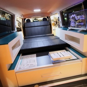 キャンパー鹿児島 BIRTH NEXUS  ベース車両:ハイエース  街乗りから車中泊を目的としたキャンピングカー「BIRTH NEXUS」。外装は外装はエアロパーツやライトカスタム、車内は充実したリビングスペースを確保。  キャンピングカーショー2017出展車両
