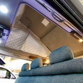 ケイワークス  オーロラ・スタークルーズ クラシックバン ベース車両:ハイエース  「オーロラ・スタークルーズ」シリーズのクラシックタイプ。 耐久性に優れた家具素材や床材を使い、アウトドアでの激しい使い方にも対応。  キャンピングカーショー2017出展車両