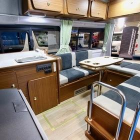 ドリーム・エーティー 車種名:ウォーク2タイプC ベース車両:ハイエース キャンピングカーショー2017出展車両  シートの形状は折り畳みマット、コの字トランクの2タイプから選択可能。シート下収納・リヤ大型キャビネットを装備