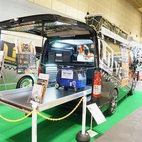 UIVEHICLE ユーアイビークル 「JOBACE」 ベース車両:ハイエース200系 UIVEHICLEの仕事用コンプリートカー「JOBACE」。 仕事でもアウトドアでも対応できるルーフキャリア、最大300kgまで積載可能な荷室のスライドフロアを装備。 大阪オートメッセ2017 出展車両