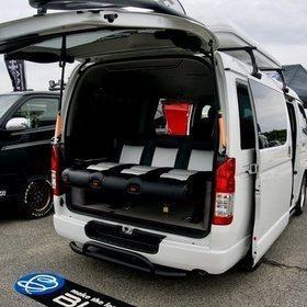 BLUMEハイエース車中泊カスタム「ラングラー」 後部座席フラット化 BLUME・ダイレクトカーズ スーパーカーニバル2016